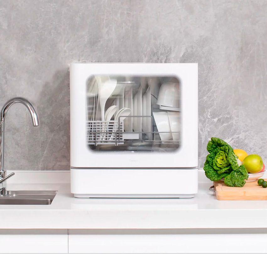 Компактная посудомоечная машина Xiaomi на кухне