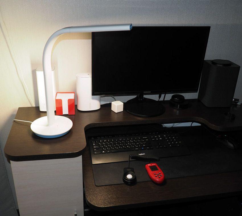 Фото настольной лампы Philips