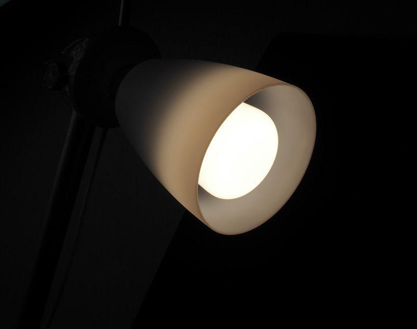 Лампочка в светильнике